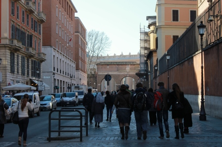 Here we are headed to the Vatican square, all of those people in front of us were a good mix of tourists and people worked inside the Vatican city walls.