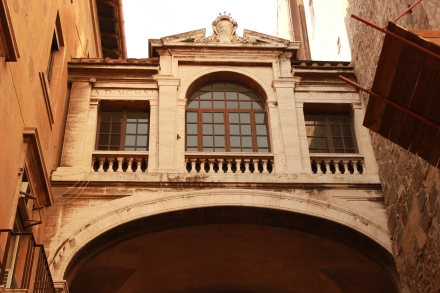 A bridge between buildings before the opening of the Piazza.