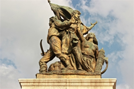 One of the many statues that adorn the monument.